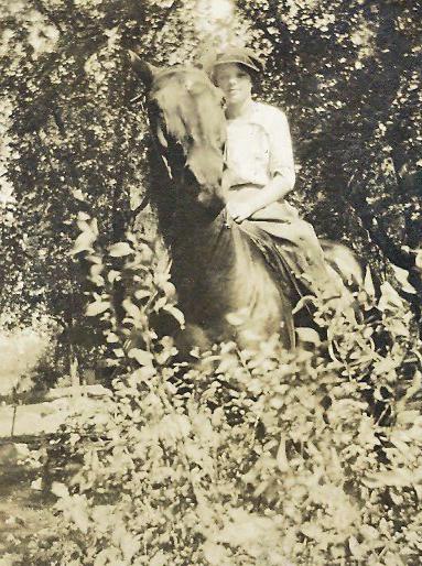 laila on horse2
